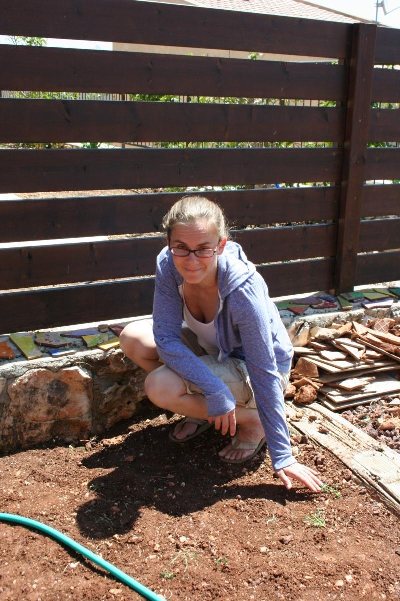 13_Jen digs her new garden
