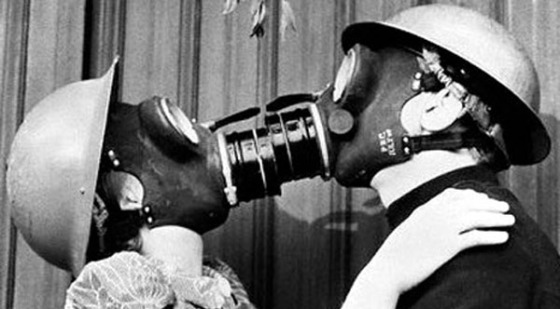 gas-mask-kiss